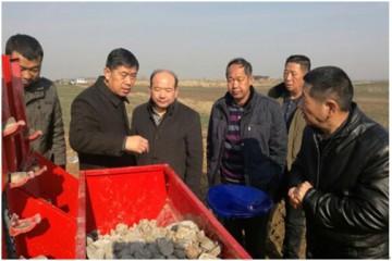 淮南市大力推广马铃薯机械化种植技术 ()